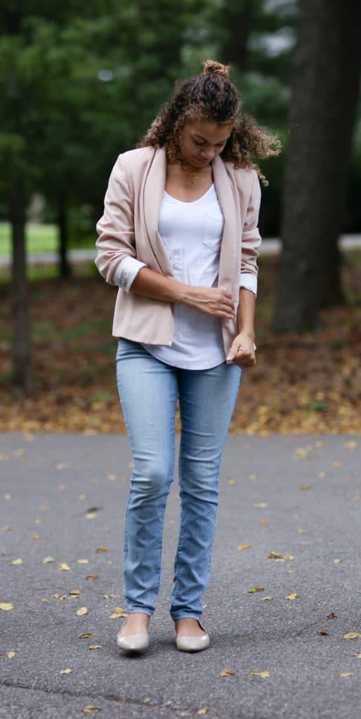 how to wear a light pink blazer. pink blazer with white shirt.