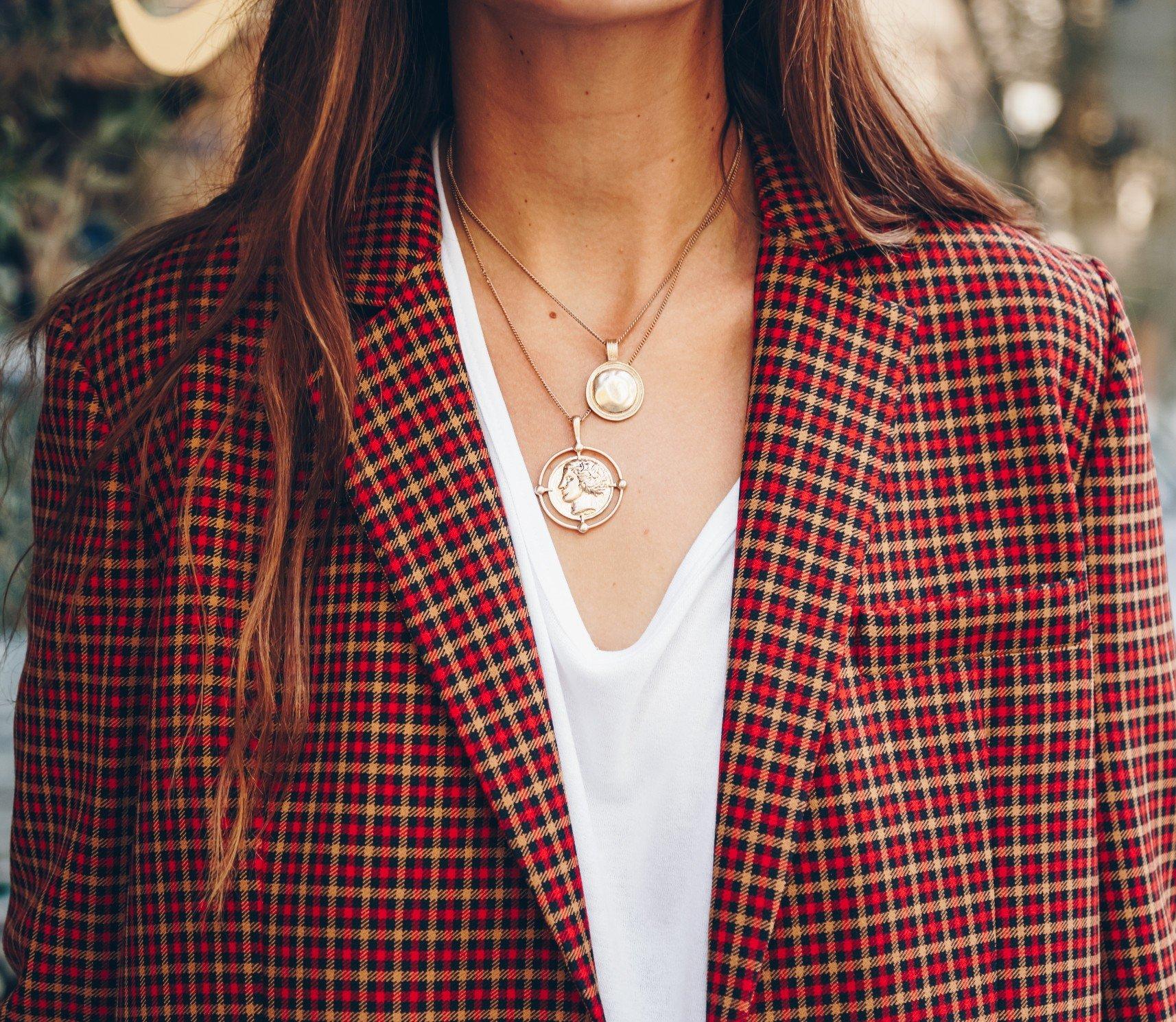 v neck necklace and neckline