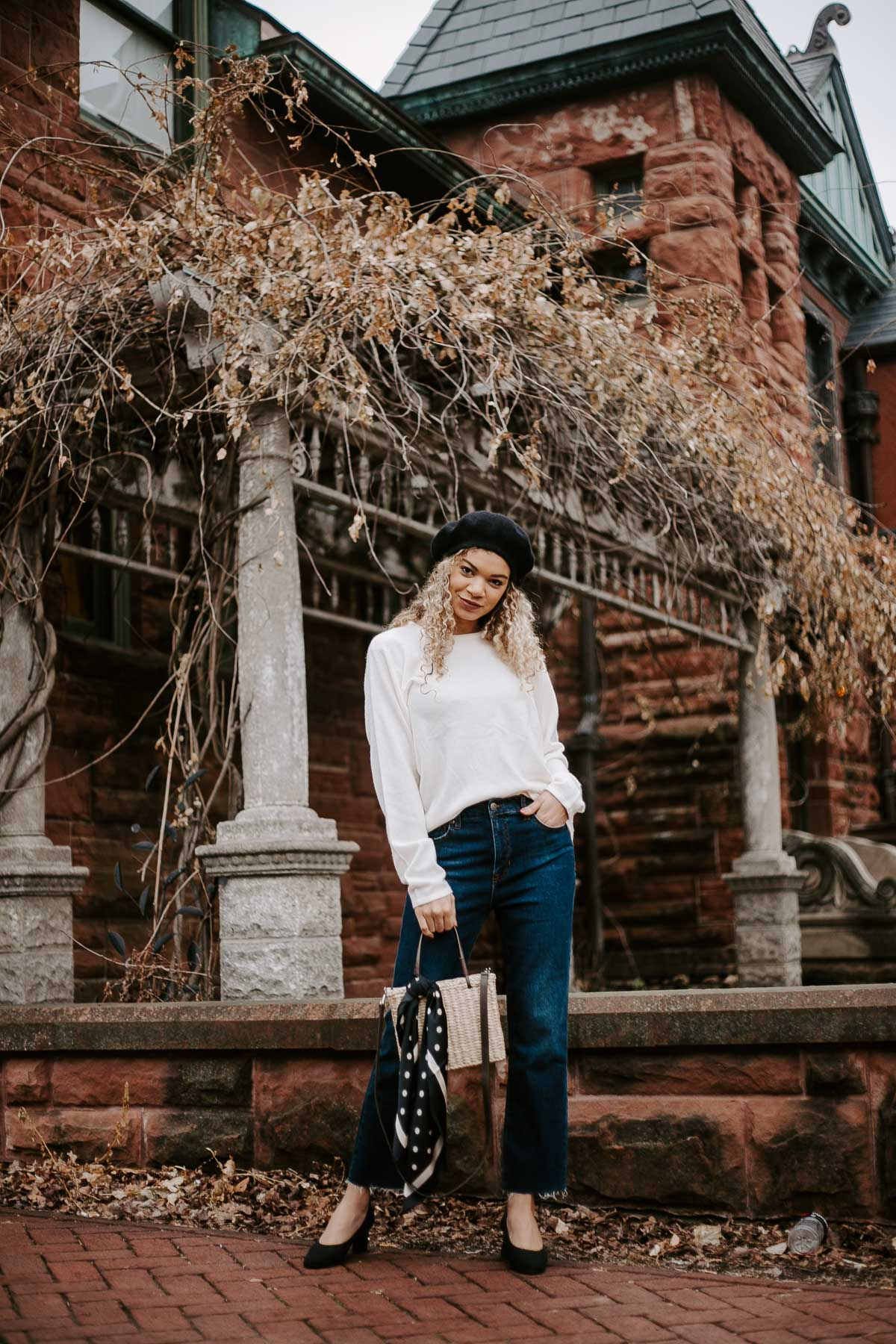 Love chic parisian style as much as I do? Here's the perfect 5 piece French outfit!