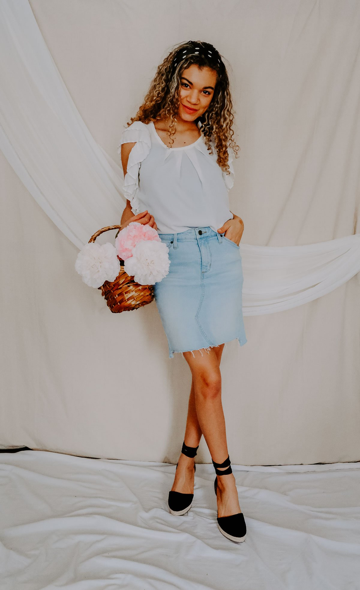 Do you love the hair accessories trend? Whether it's a clip, barrette or scrunchie, there's something for everyone! I'm loving these silk scarf looks the most!
