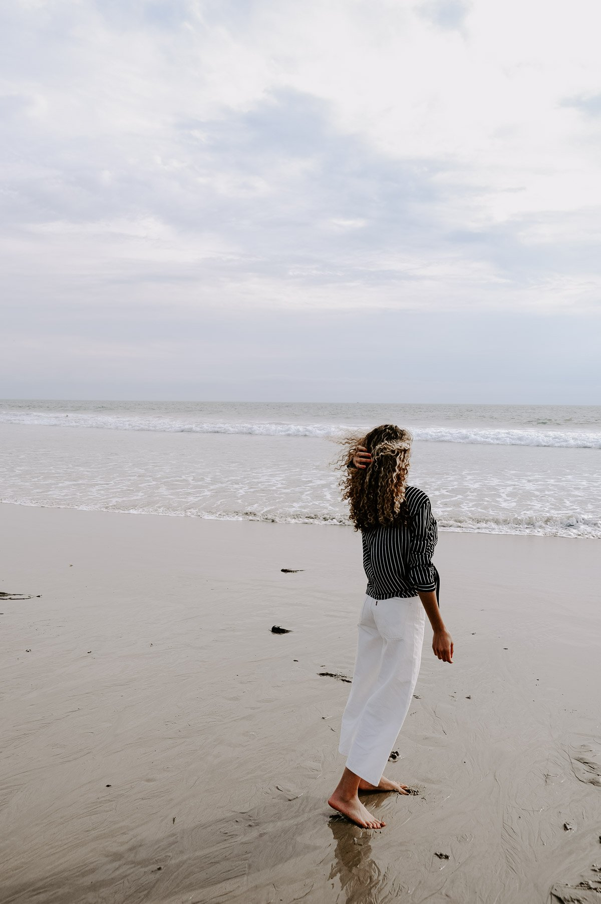 Planning a trip to LA and need to know what to wear? This post has the LA packing essentials that you need for a trip to Los Angeles! No suitcase is complete without an outfit for the beach
