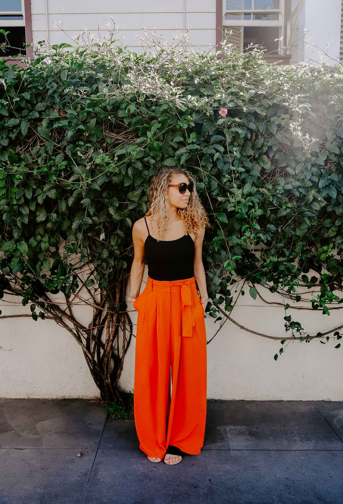 Planning a trip to LA and need to know what to wear? This post has the LA packing essentials that you need for a trip to Los Angeles! These palazzo pants and bodysuit would be perfect for summer!