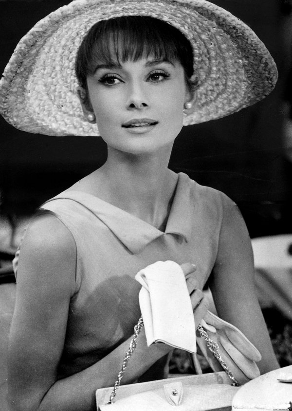 0cb367c801a Audrey Hepburn's style is a great place to all your french outfit  inspiration from. She