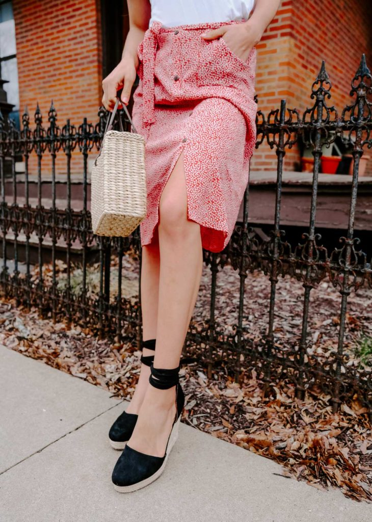 Want to be Parisian chic and dress how the french do? These are the French spring outfit combos that all the girls are wearing right now. All the French spring fashion inspo is here! This printed skirt with espadrilles would be a perfect spring and summer outfit go-to.