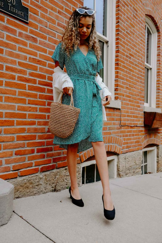 5bc694ab27 7 Spring Outfit Combos All The French Girls Are Wearing - My Chic ...