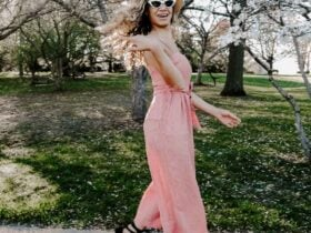 Red jumpsuit outfit that is a perfect spring outfit!
