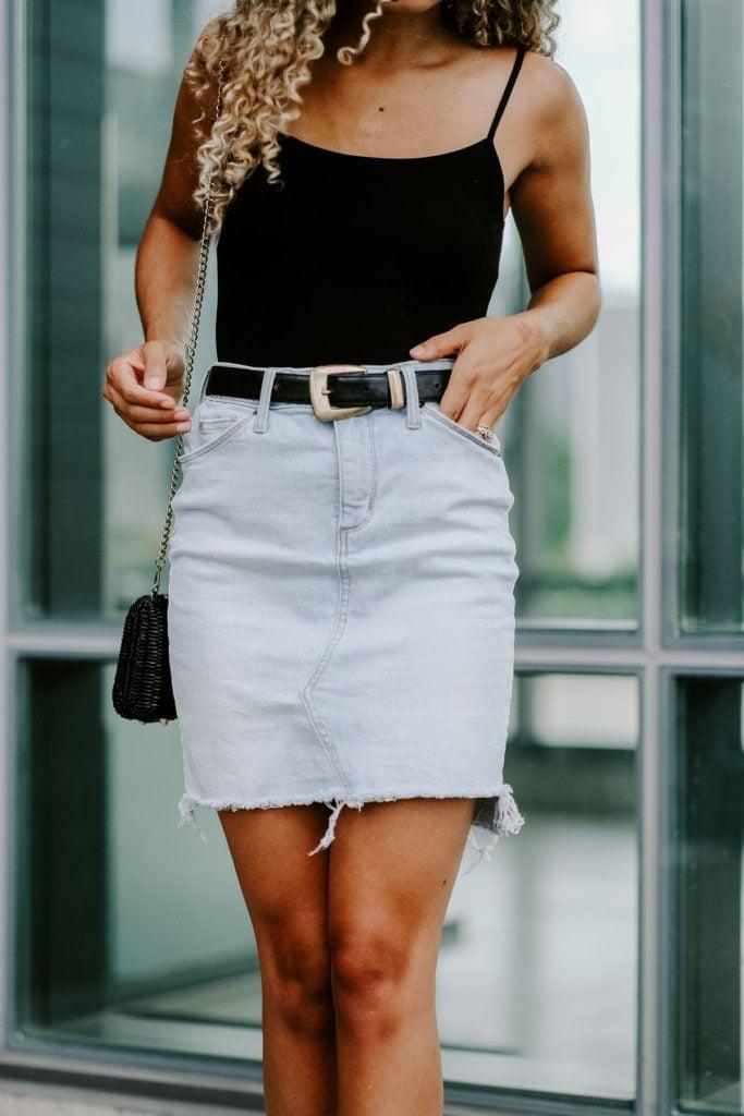 classy denim skirt outfit