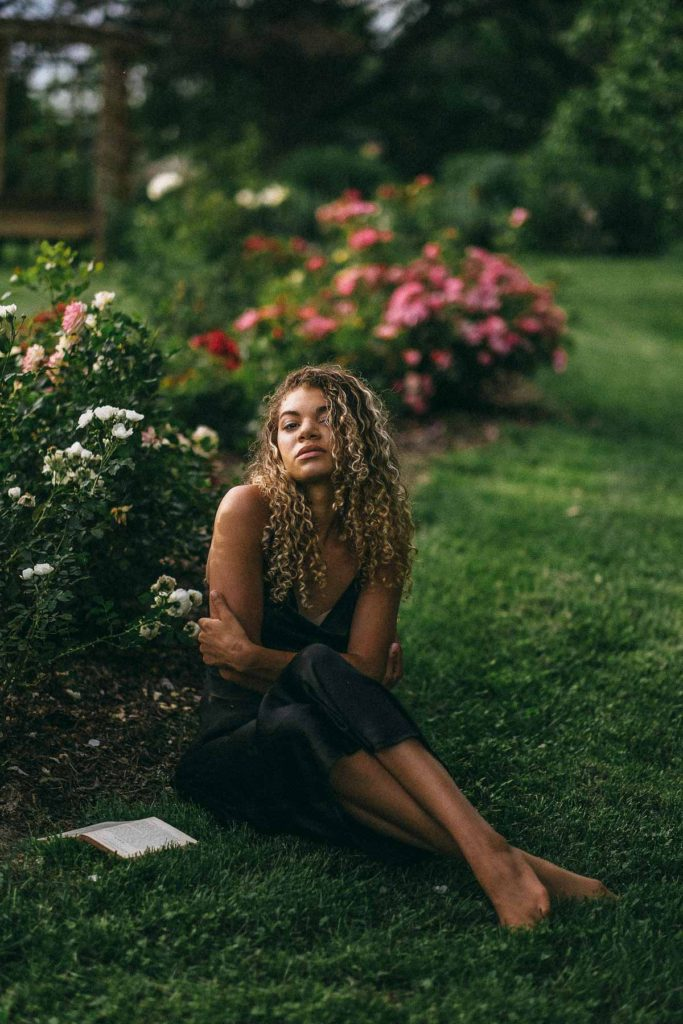 https://www.mychicobsession.com/wp-content/uploads/2019/07/roses-editorial-garden-photoshoot-72-of-76-683x1024.jpg