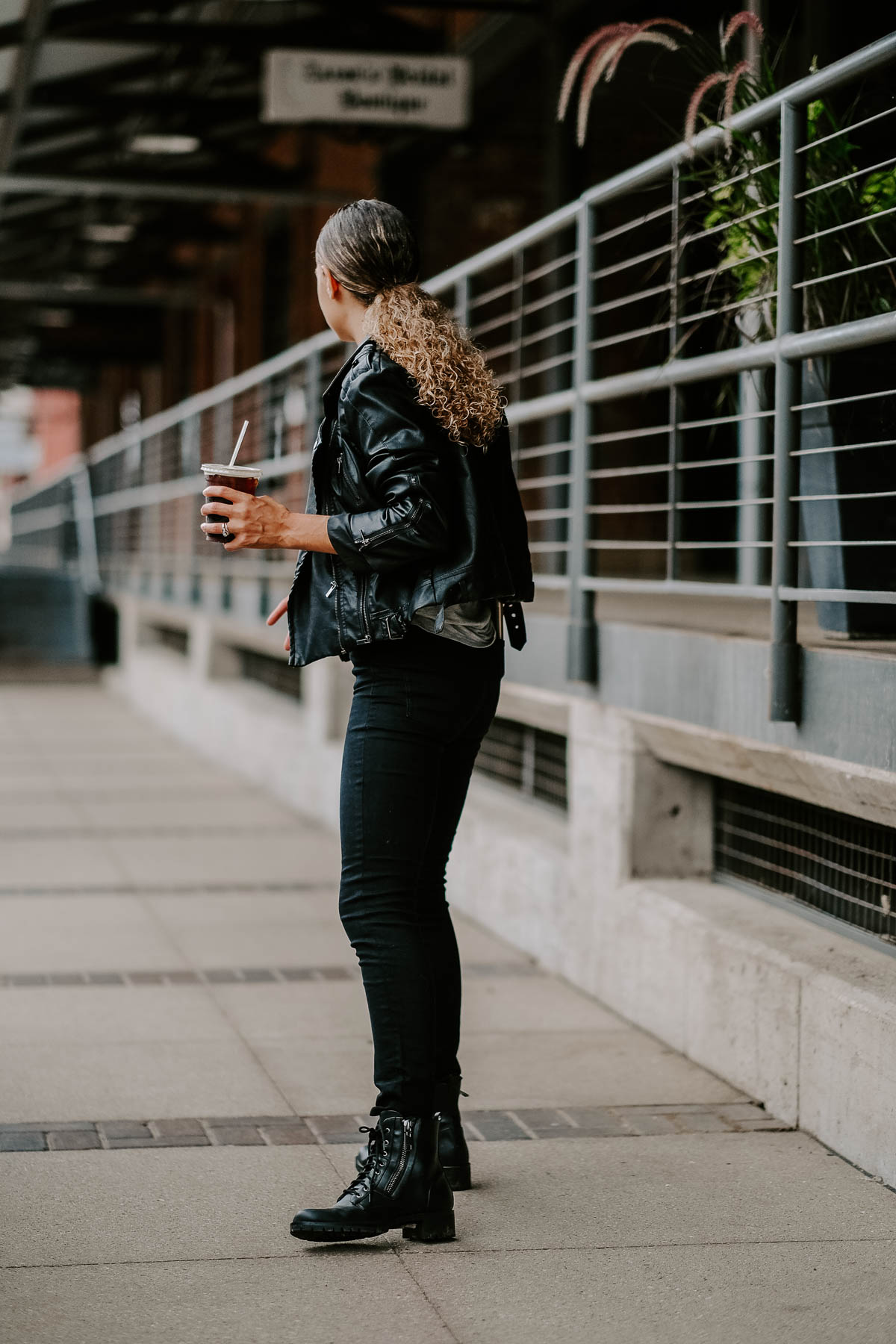 all black streetstyle outfit