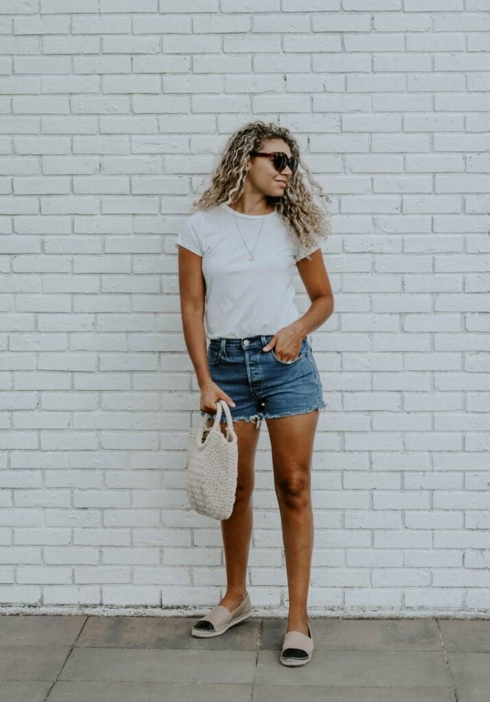 denim shorts summer outfit