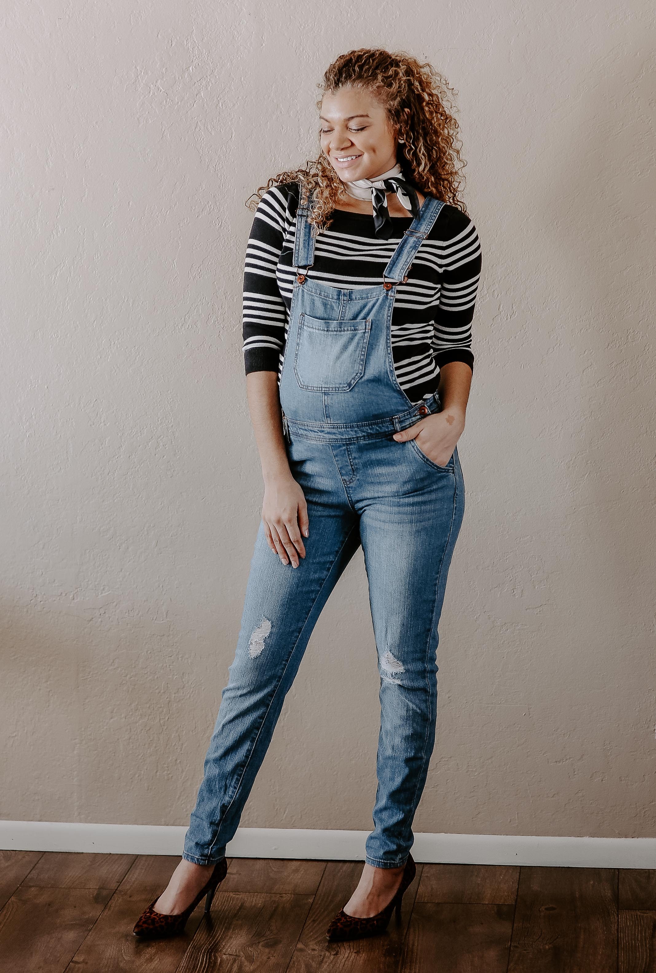 overalls maternity outfit