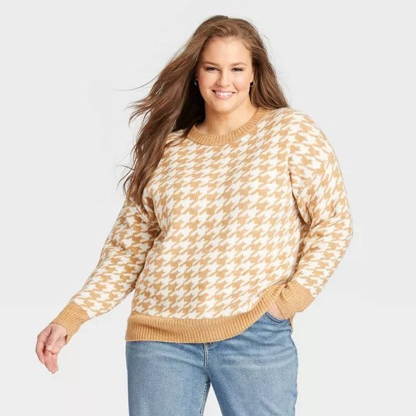 Women's plus size camel and white houndstooth pullover sweater